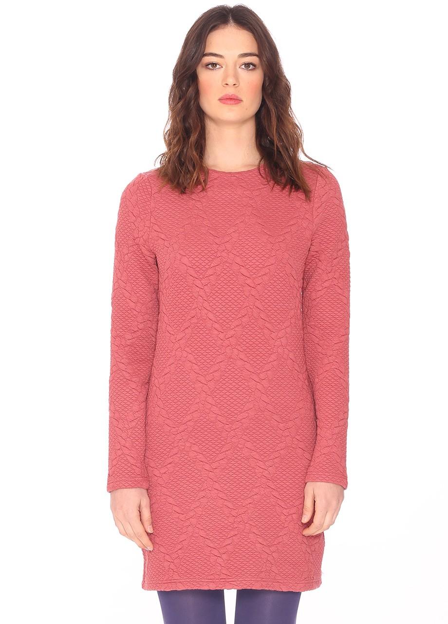 Vestido de color rosa y de manga larga