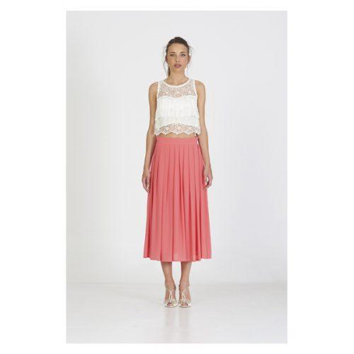 Vestido corto de color coral la falda y de color blanco la blusa