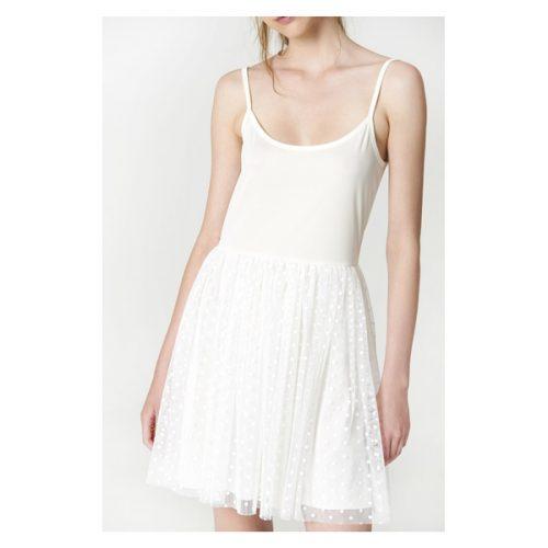 Vestido corto de color blanco y de tirante fino