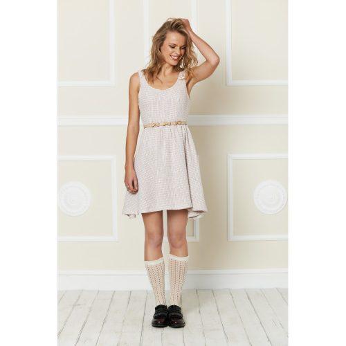 Vestido corto de color crema y tirante ancho y cuello redondo