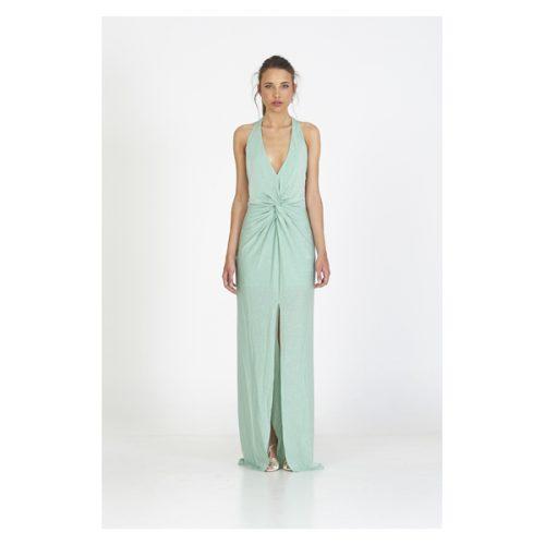 Vestido de color verde clarito y con la espalda descubierta largo