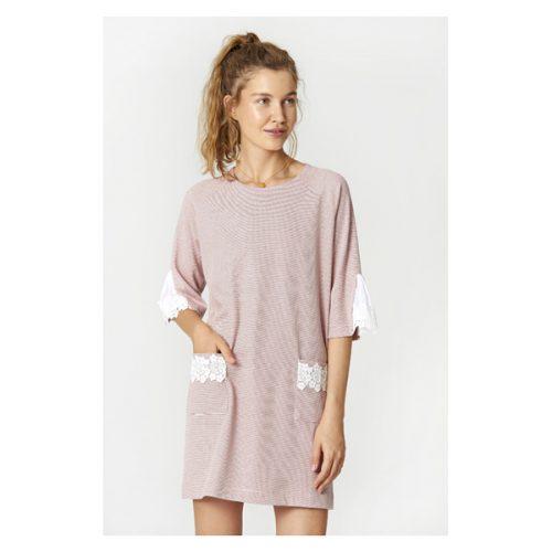 Vestido corto con manga al codo y de color rosa palo