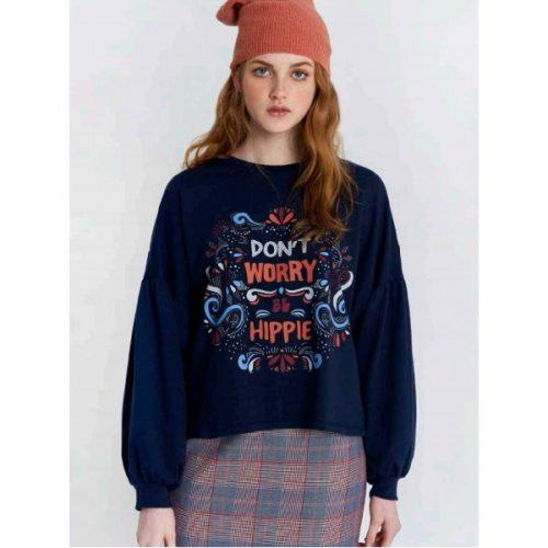 camiseta azul marino con mensaje don´t worry be hippie